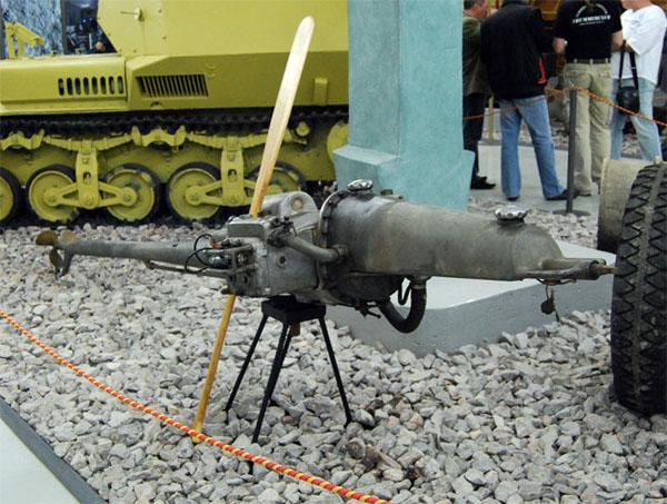 """Лодочный мотор Stormbotmotor Kovats на выставке """"Моторы войны"""""""