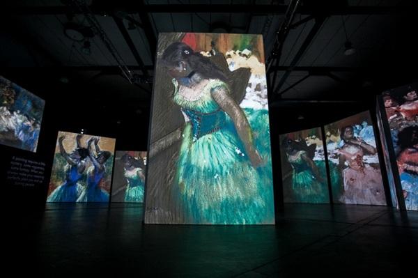 """Мультимедийная выставка """"От Моне до Сезанна. Французские импрессионисты"""" в ArtPlay"""