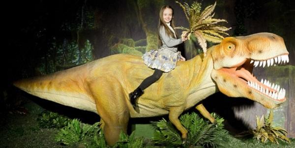 «Шоу динозавров» в Центральном детском магазине