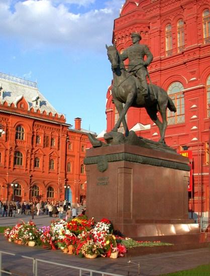 Памятник Г.Жукову на Манежной площади