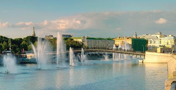 Лужков мост в Москве