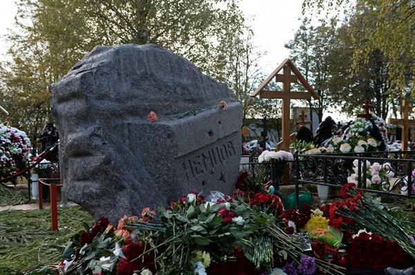 Троекуровское кладбище, могила Бориса Немцова