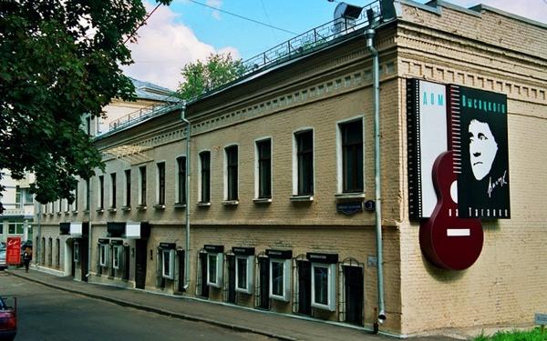 Автобусная экскурсия «Поющий автобус: Москва Высоцкого» от компании «Лавка экскурсий»