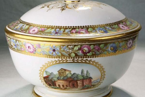 Постоянно действующая выставка «Декоративно-прикладное искусство России XVIII – первой трети XIX века»