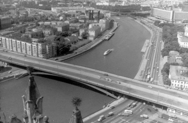 Большой Устьинский мост в Москве
