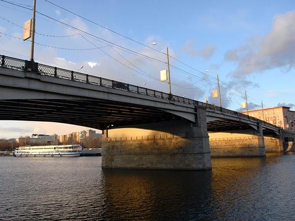 pod-novospasskim-mostom-v-moskve