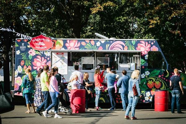 Общегородской фестиваль фудтраков в парках Москвы