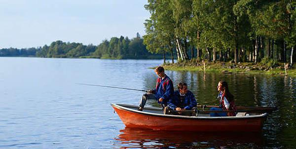 """Рыбалка на весь день в Подмосковье на базе """"Рыболов Сосенки"""". База всего в 7 км от МКАД по Калужскому ш., 4 кг рыбы включены в стоимость!"""