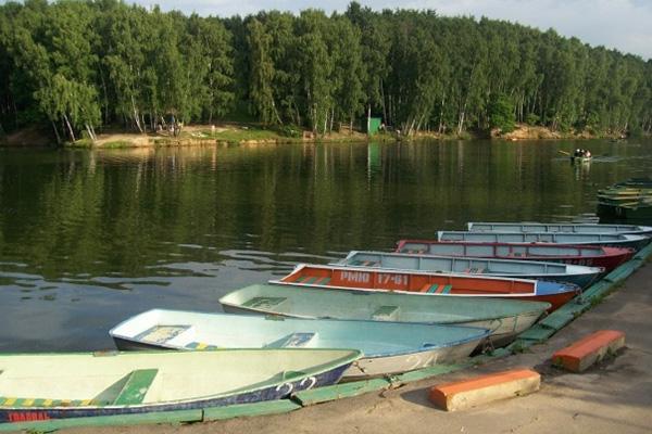Где можно покататься на лодке или катамаране в Москве?