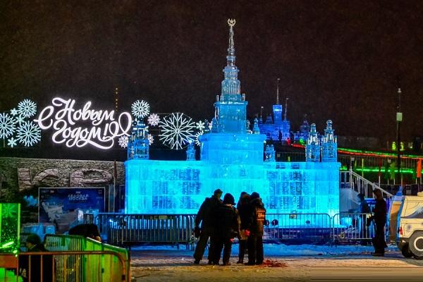 Выставка ледяных скульптур на Поклонной горе «Ледовая Москва. Путешествие по России»