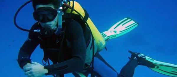 Попробуйте погружение с инструктором, урок плавучести или полный курс обучения Open Water Diver в дайвинг-центре AppexDiving