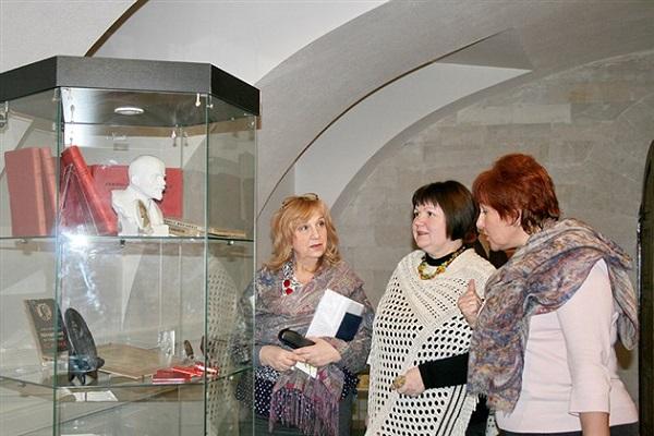 Выставка «От Сенатской площади до штурма Зимнего дворца»
