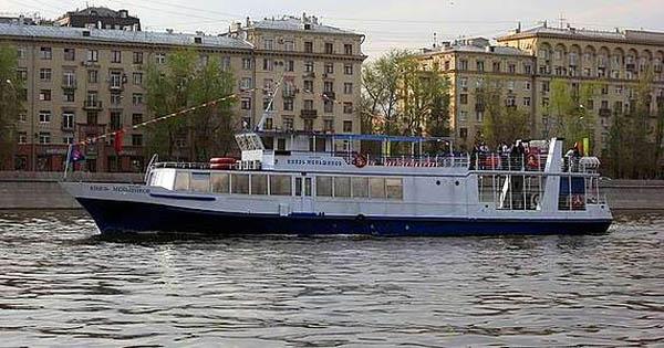 Прогулка на теплоходе по Москве-реке через весь центр столицы в будни и выходные от судоходной компании «Алые паруса»