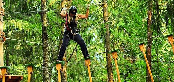 Целый день развлечений в «Парке приключений»: веревочный парк с трассами различной сложности, скалодром и не только! Скидка 63%