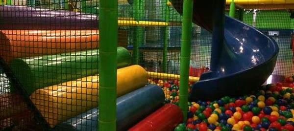 Посещение игровой площадки в течение 2 часов или целого дня в сети детских центров «Забава»