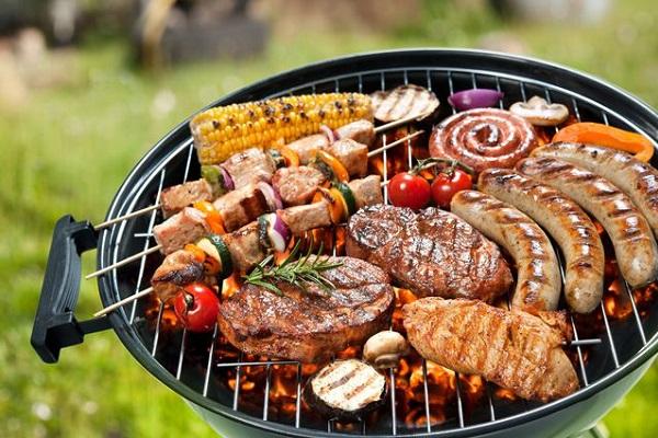 Барбекю фестиваль кирпичные барбекю на улице ломаные фото