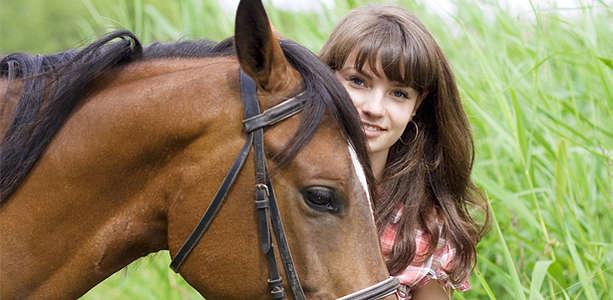 Один или два часа конной прогулки и инструктаж для двоих в конно-спортивном клубе «Тандем»