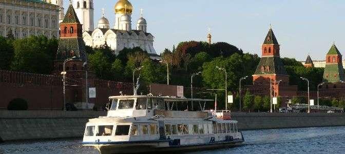 Прогулка на теплоходе «Соболь» класса люкс по Москве-реке с музыкальной, экскурсионной или детской программой от судоходной компании «Августина».