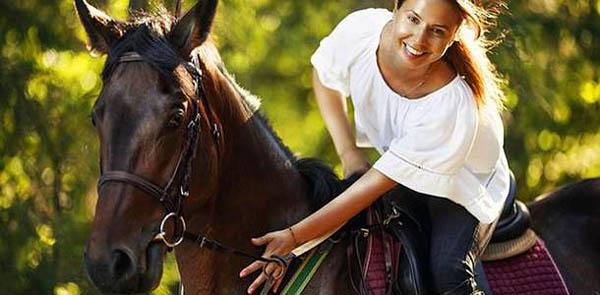Уроки верховой езды или экскурсия «Знакомство с лошадью» в школе верховой езды «Гармония»