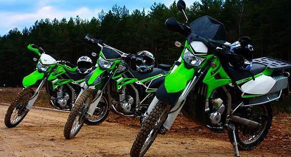 Поездка на кроссовом мотоцикле Kawasaki KLX 250 по трассам разной степени сложности. Целый день драйва, удовольствия и ярких эмоций от компании «Kvadromoto»!