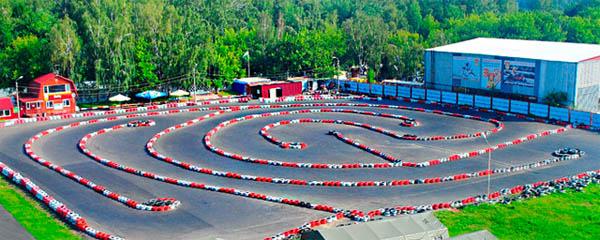 Скидка до 51% на один или два 10-минутных заезда на карте в клубе Kart Racing Club для взрослых и детей