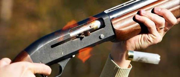 Стрельба из автомата и пистолета по сценариям на выбор для одного или двоих в интерактивном тире «Тирекс»