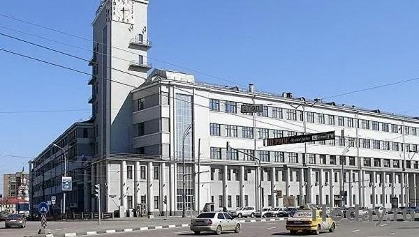 Дом-паровоз в Москве