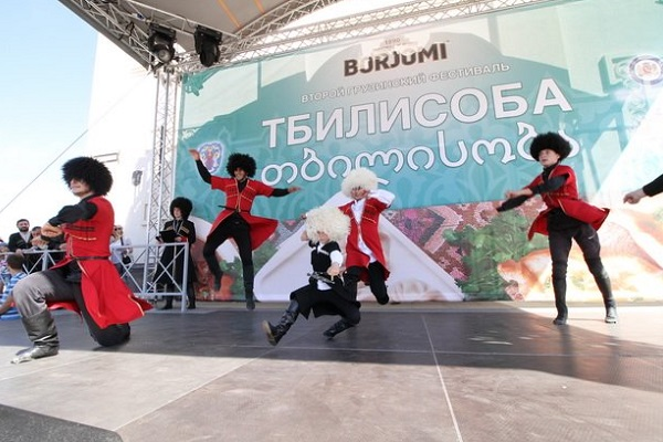 http://mos-holidays.ru/wp-content/uploads/2017/09/festival-gruzinskoj-kulturyi-tbilisoba-4.jpg