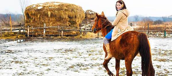 1 или 2 часа конной прогулки для одного либо двоих или романтическая прогулка на лошадях со скидками от конного двора «Хутор»