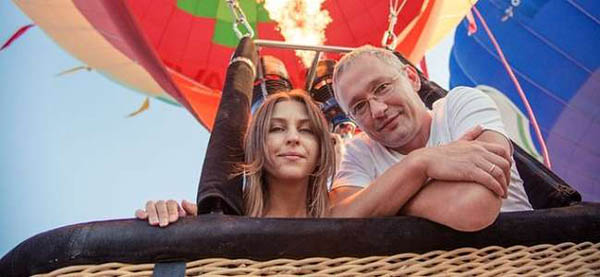 Полет на воздушном шаре с трансфером из Москвы и обратно, обрядом посвящения в воздухоплаватели, игристым напитком и конфетами от клуба «Аэронавт»