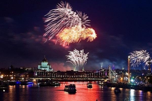 Фейерверки, пиротехника, купить салют и фейерверк в Москве