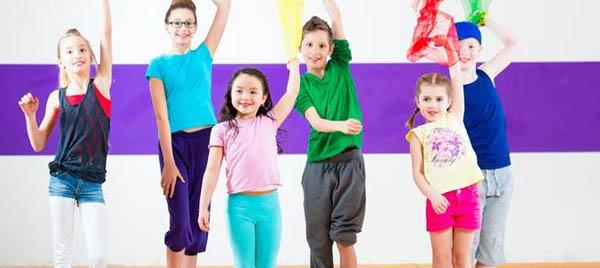 Танцы-повторялки для детей и взрослых от компании «Видео-дедмороз.рф»