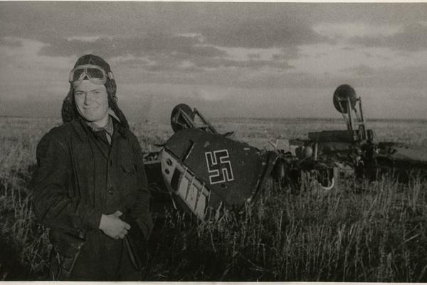 Фотовыставка «Выстоять и победить!», посвященная 75-летию окончания Сталинградской битвы открылась  на Никольской улице