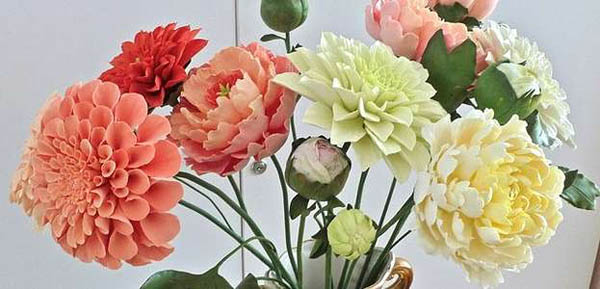 Двух- или трех-часовой мастер-класс по лепке цветов из полимерной глины для одного или двоих в студии «Деко Дизайн»