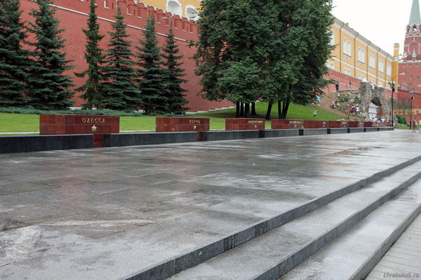 Пешеходная экскурсия «Тайны Ленинского склепа (с посещением мавзолея В.И. Ленина») от компании «Незабываемая Москва»