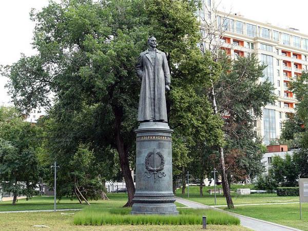 Лестница одиночества: шедевры галереи Глазунова. Понять философию 20 века и познакомиться с работами ключевого художника этой эпохи