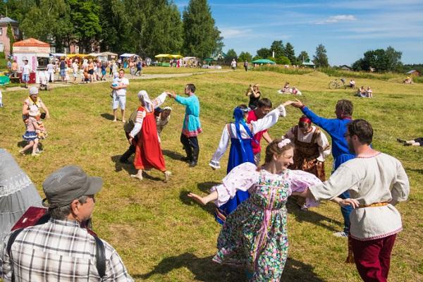 Семейный фольклорный фестиваль «Сенокос в Мураново»