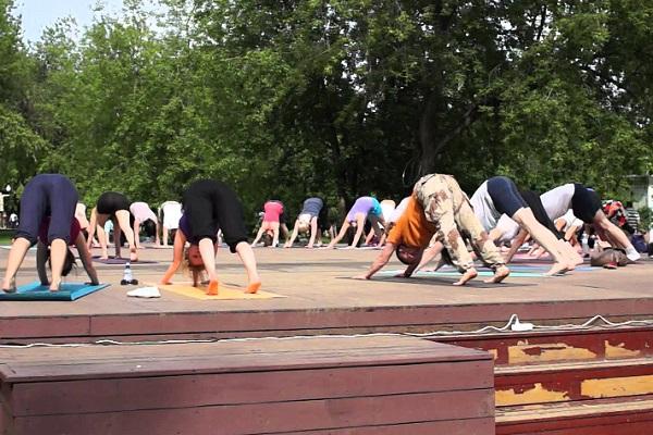 Бесплатные занятия йогой в Парке Горького