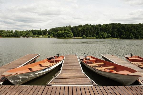 Прогулки на лодках и катамаранах в Москве и Подмосковье