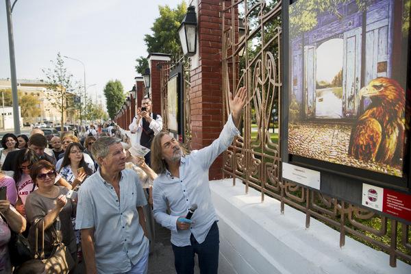 Опен-эйр выставка Никаса Сафронова «Бесконечная история»
