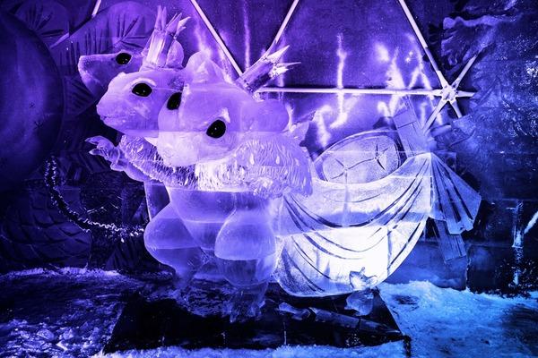 Выставка ледовых скульптур «-273°. Ледяной космос»
