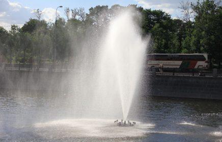 Болотная площадь и фонтаны Водоотводного канала