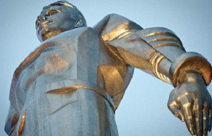 Памятник Ю. Гагарину на Ленинском