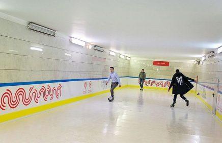Бесплатный каток в переходе между станциями МЦК и метрополитена