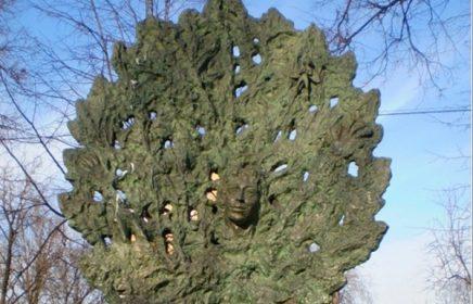 Памятник Дерево любви