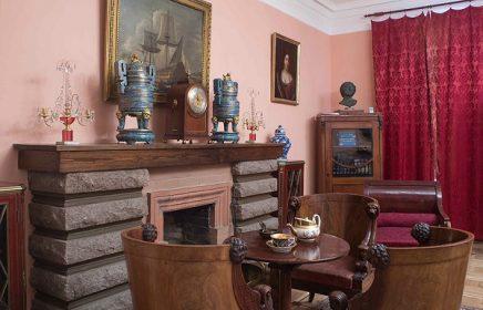 Экспозиция музея-квартиры А. Н. Толстого