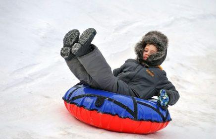 В Московских парках открылись первые зимние горки