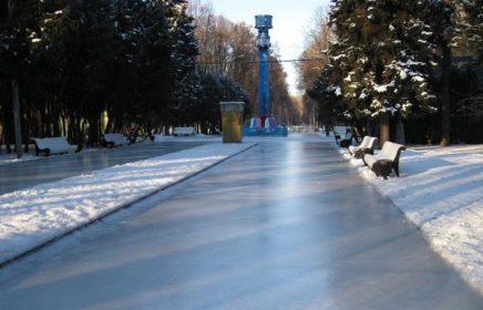 Гигантский каток в парке Северного речного вокзала