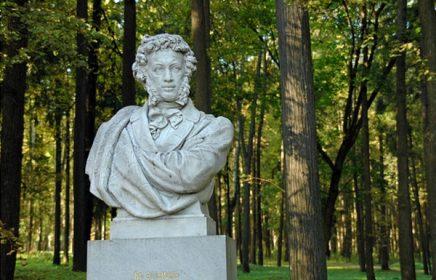 Памятник А.С. Пушкину и усыпальница рода Юсуповых в Архангельском