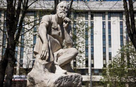 Памятник гастарбайтеру